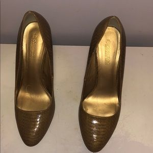 Snake embossed shoes